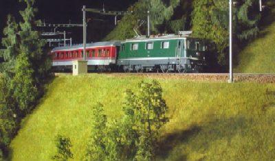 Bild zeigt Re 4/4 mit IC Wagen